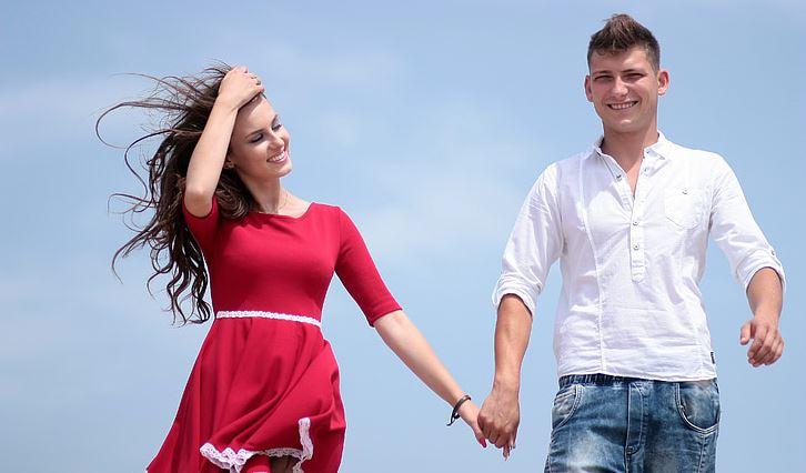婚外情男人忽冷忽热是在玩你吗?婚外情中男人为啥忽冷忽热?