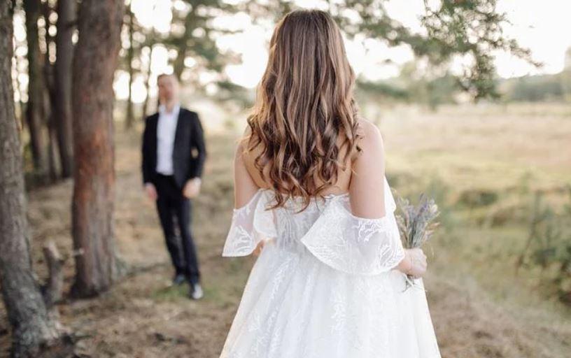 老公和别的女人聊天暧昧,他却说我多想了怎么办?